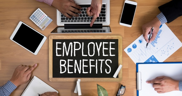 The 10 Best Job Perks and Employee Benefits in the Corporate World (Infographic)